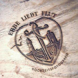 Logo Hochzeitsfotograf Ebbe Liebt Flut
