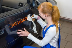 Professionelle Werbung für unterwegs: Die Fahrzeugbeschriftung. Muss das sein?