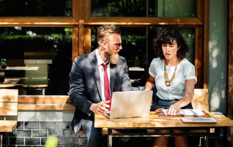 Designer und Auftraggeber Zusammenarbeit