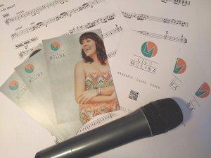 Ich habe mich für das Gewinnerdesign entschieden, weil das Logo genau ausdrückt, wie ich bin. – Interview mit der Sängerin Lilo Molina