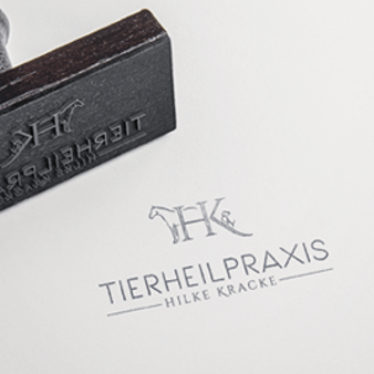 Logo Initialen Tierheilpraxis Hilke Kracke 492566