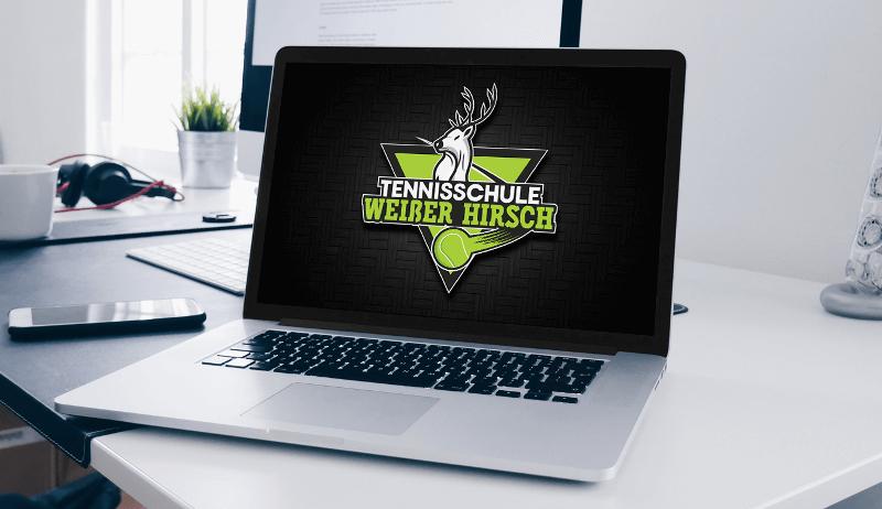 grünes logo hirsch maskottchen tennis schule weißer hirsch
