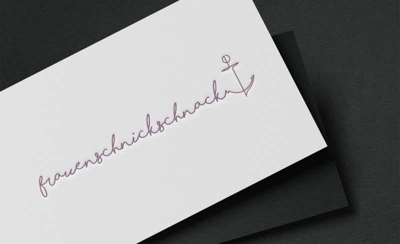 frauenschnickschnack-Mode-Logo-in-feminin