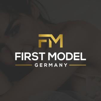 First-Model-trendige-Logos